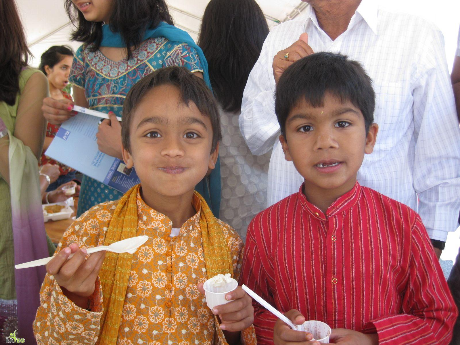 Young vegan ice cream eaters at BAVeg booth at the JCNC 10th Anniversary celebration