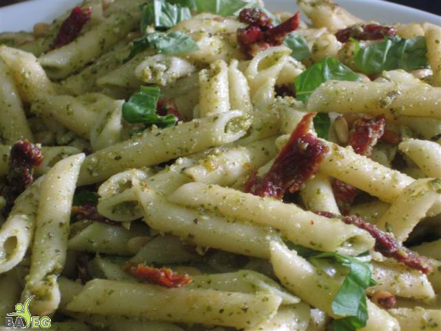 Pasta with Pesto and sundried tomatoes